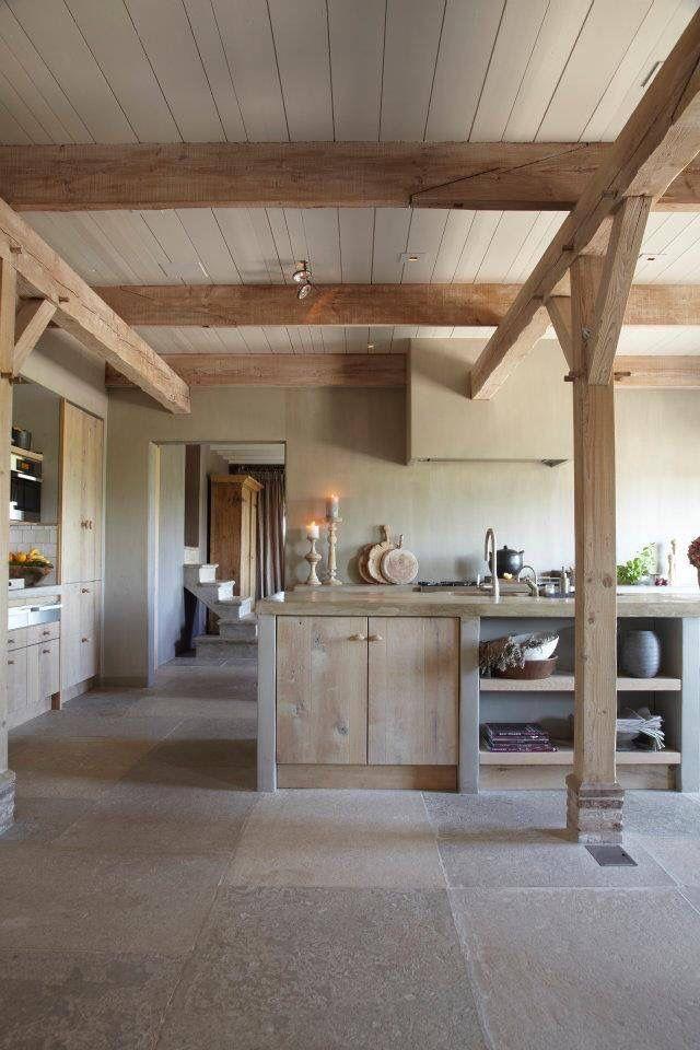 ❤️ heerlijk landelijk wonen, houten landelijke keuken met een nostalgische tegelvloer...