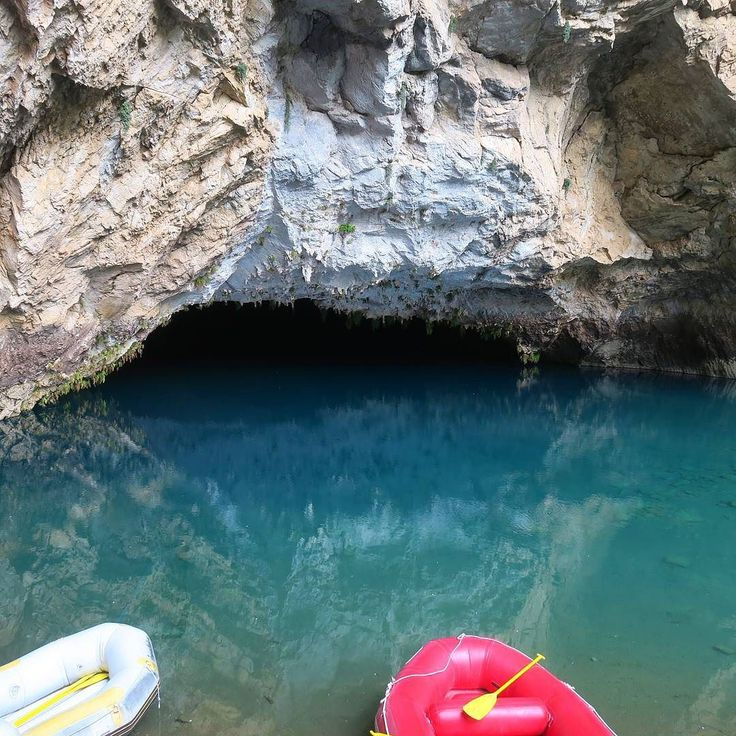 Rein mit dem Schlauchboot zum  3. größten Höhlensee der Welt: 40m tiefes Wasser 75m hohe Wände 5.500m lange 90km nördlich von Side nahe Ormana. . . #Höhlenabenteuer  #TürkeiReiseblog #Türkei #TürkeiUrlaub #Turkeyhome #Höhlensee #Höhle  #Weltenbummler #Wanderlust #Sehenswert #InstaReisen  #Reisefieber #Reiselust #Reisetipps #Reisefotografie #Reisenmachtglücklich  #Reise #Reisen #Urlaubsreif #Urlaubserinnerung #Urlaubsfoto #urlaubsgefühle #Urlaub #Urlaub2017 #Sommer2017 #Sehenswürdigkeit…