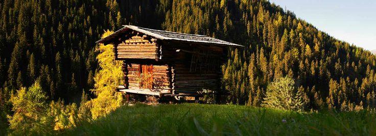 Beleef onvergetelijke dagen in de Zwitserse bergen. Wandelen, golfen, fietsen en van allerlei andere belevenissen genieten – dat is hier het motto! De plaats Davos in het kanton Graubünden heeft een stads karakter en bestaat uit allerlei tegenstellingen.