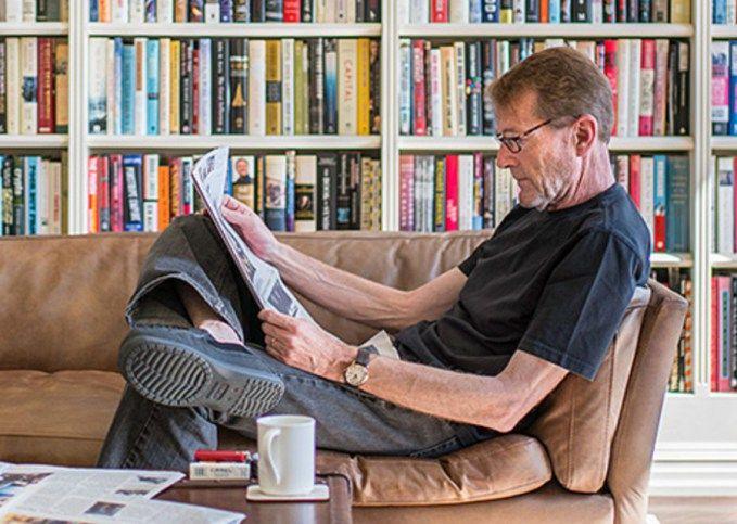 LEE CHILD 'A Nevem: Jack Reacher' címmel jelent meg az angol író 22. regénye. Összesen 23 jelent meg itthon, ebből az egyik elektronikus könyv formájában elérhető e-novella, a 'Hőség'. Ezt a Néma város művel egyidőben adták ki, amelyet idén az Esti iskola könyv követett.A 'Hőség' most benne van nyomtatásban 'A ...