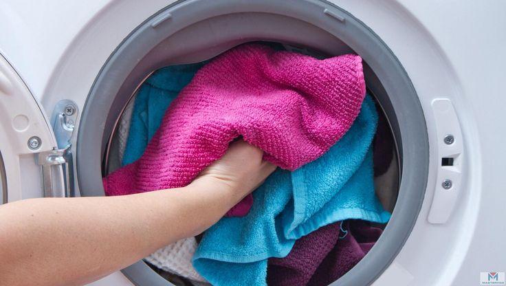 Несколько полезных советов для стирки различных вещей https://masterhoz.ru/catalog/products-for-washing-drying-ironing/  1. Вернуть форму подсевшей вещи из трикотажа можно, отпарив ее через влажную ткань, при этом слегка растягивая.  2. Чтобы отбелить белые шерстяные вещи, перед стиркой стоит замочить их на 2 часа в растворе 2 столовых ложек моющего средства на 10 л воды. Шерстяные вещи нельзя стирать в горячей или холодной воде, поэтому раствор должен быть комнатной температуры.  3. Если…