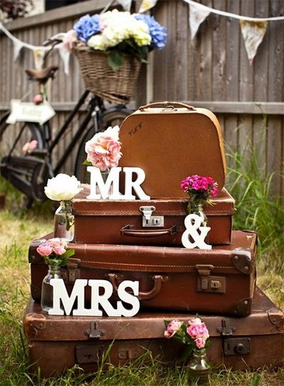 Vintage Wedding Decoration using Antique Luggage