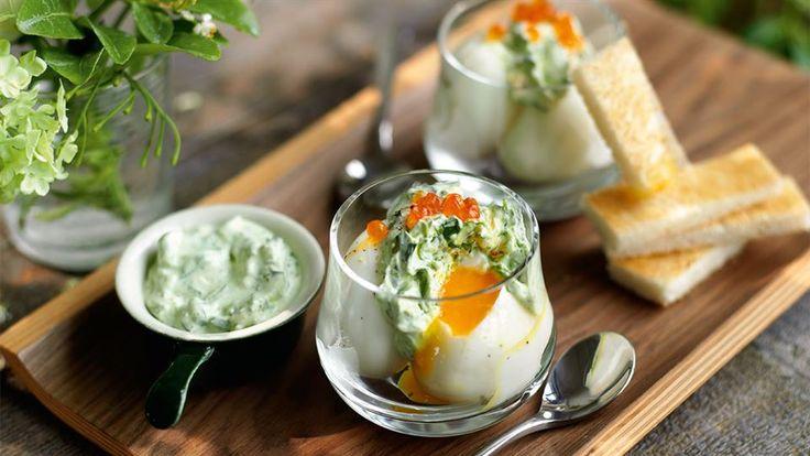 Szukasz nietypowego przepisu na jajka? Przygotuj jajka z kremem z rzeżuchy i tostowymi paluszkami! Przepis znajdziesz na Kuchni Lidla.