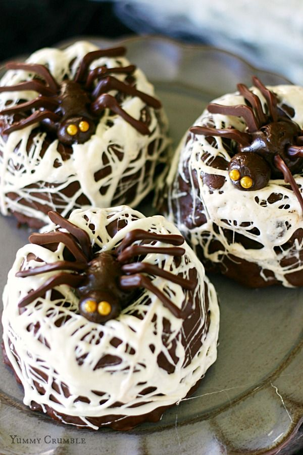 Chocolate Spider Nest Bundt Cakes with Marshmallow spider webs and chocolate spiders - www.yummycrumble.com