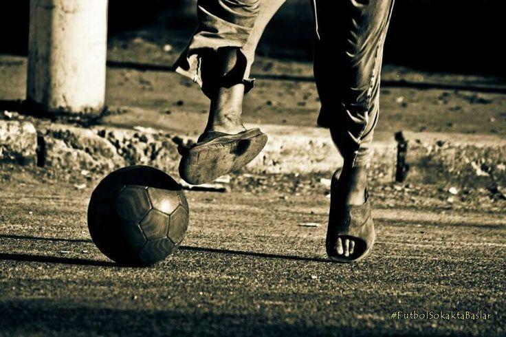 Endüstriyelliğin kirletemediği, çıkar ve rantın olmadığı, siyasetin bulaşmadığı tek yer mahalle aralarında oynanan futbol maçlarıdır..