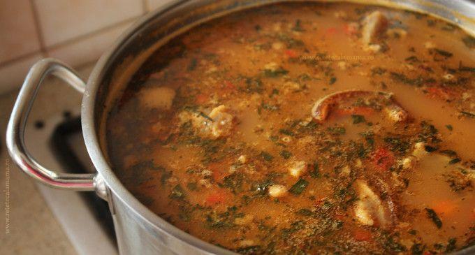 Ciorba de fasole boabe cu afumătură. Cum se prepară delicioasa ciorbă după rețeta tradițională din Transilvania