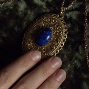 The Tudors, Lapis Lazuli cabachon on outside of Jane Seymour's locket of King Henry VIII in the series