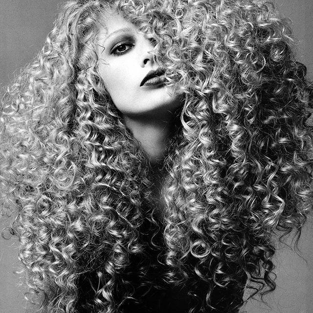 505 beste afbeeldingen van afro frizzy curly hair and big wig natuurlijk haar natuurlijke. Black Bedroom Furniture Sets. Home Design Ideas