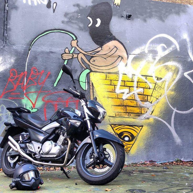Interesting bit of #StreetArt #Motography #danmotoxg1 #danmoto #MotoStreetArt #motoffiti #xg1 #suzuki #inazuma250 #gsr250 #gw250 by premises187