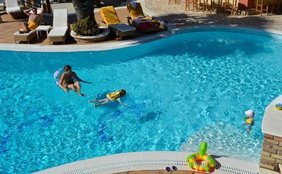 Kids are playing and swimming in the #pool at #DelfinoBlu #Corfu #Agios_Stefanos