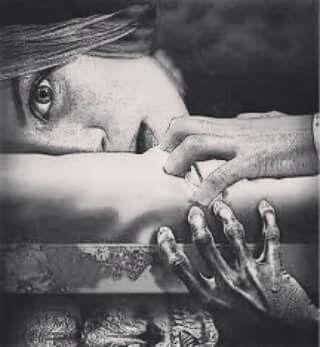 """""""I mostri non dormono sotto il tuo letto, ma dentro la tua testa"""" Stasera  apriranno le porte per uscire dalle """"buie stanze"""",  festeggeranno la notte del Samhain.  Domani, non faranno più paura, avranno un nome. Rjro"""