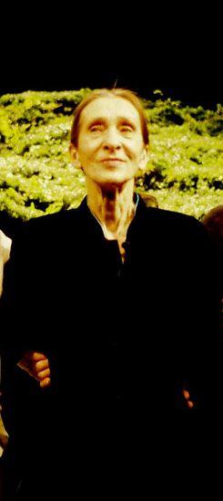 A los 19 años, vuela a Nueva York, donde continúa sus estudios con la Julliard School. Baila en el Metropolitan y en la New York City Opera, donde es influida por la obra de Martha Graham. Trabaja con José Limón, Paul Taylor, Antony Tudor y otros creadores como Paul Sanasardo y Donya Feuer. Bausch posee la aptitud de transmitir su propia manera de ver el mundo, y sobre todo, de establecer un estilo propio dentro de los parámetros del arte contemporáneo para proyectarlo.