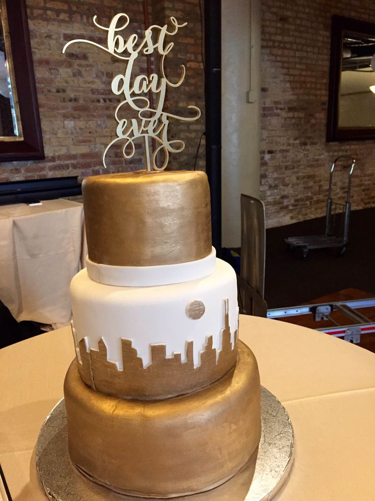 Maddiebird Bakery Did An Incredible Job On This Wedding Cake We Love The Chicago Skyline