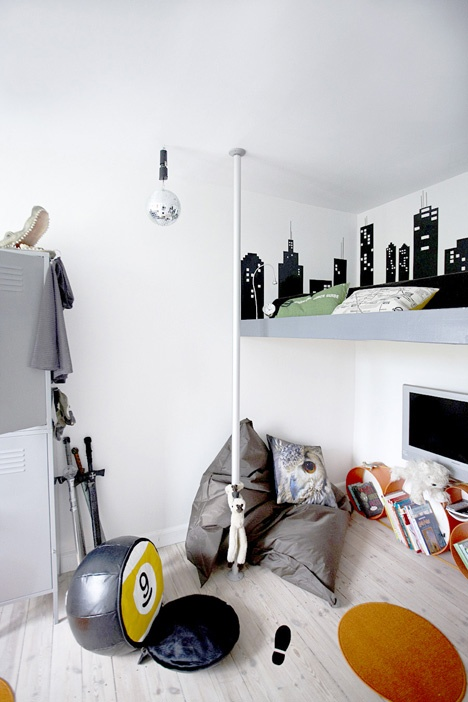 This urban wall sticker is certainly appealing.