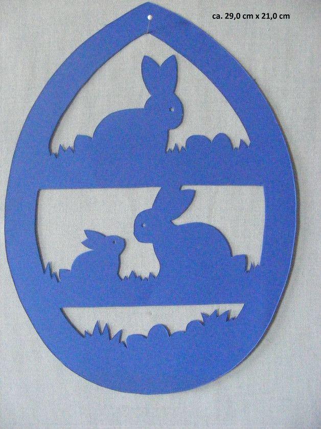 """Sie kaufen hier ein selbstgebasteltes Fensterbild  aus Tonkarton. """"das Osterhasenei""""   Große ca. 28,0 x 21,0 cm Farbe: blau  Versand- und Verpackungskosten: Deutsche Post Brief 2,20 € (Die..."""