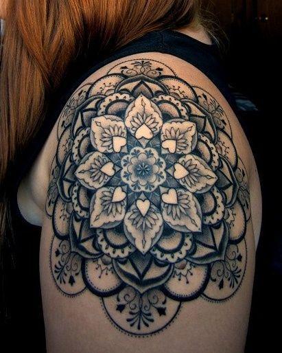 2017 trend Geometric Tattoo - 20 inspirações de tatuagens femininas nos ombros