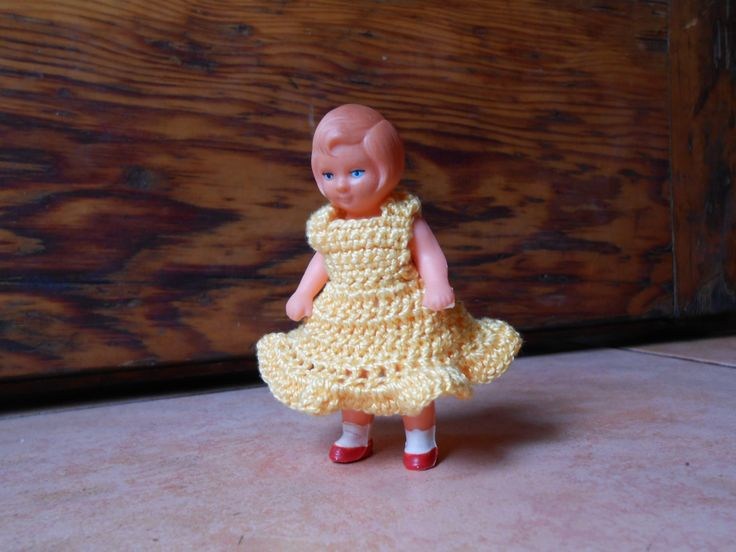 3,5 inch doll clothes, crochet doll clothes, mini doll dress, light yellow crocheted dress, hand made doll cloth. di lepropostedimari su Etsy