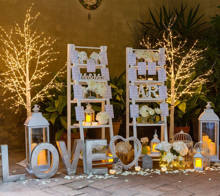 Tableau matrimonio romantico con luci decorative lanterne e candele led