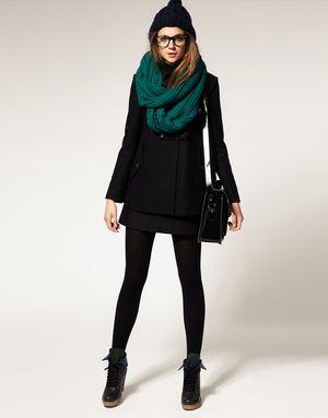 全身ブラックにカラースヌードを主役に! ◎スヌード コーデ ファッション スタイル◎