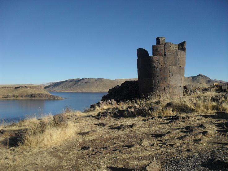 Die Begräbnistürme von Sillustani (Chullpas) liegen nicht weit von Puno entfernt am Titicacasse.