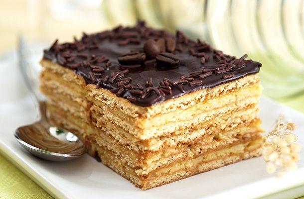 Ki tudna ellenállni egy főzött krémmel és csokibevonattal készült mézes szeletnek? Ha te sem, akkor próbáld ki receptünket!