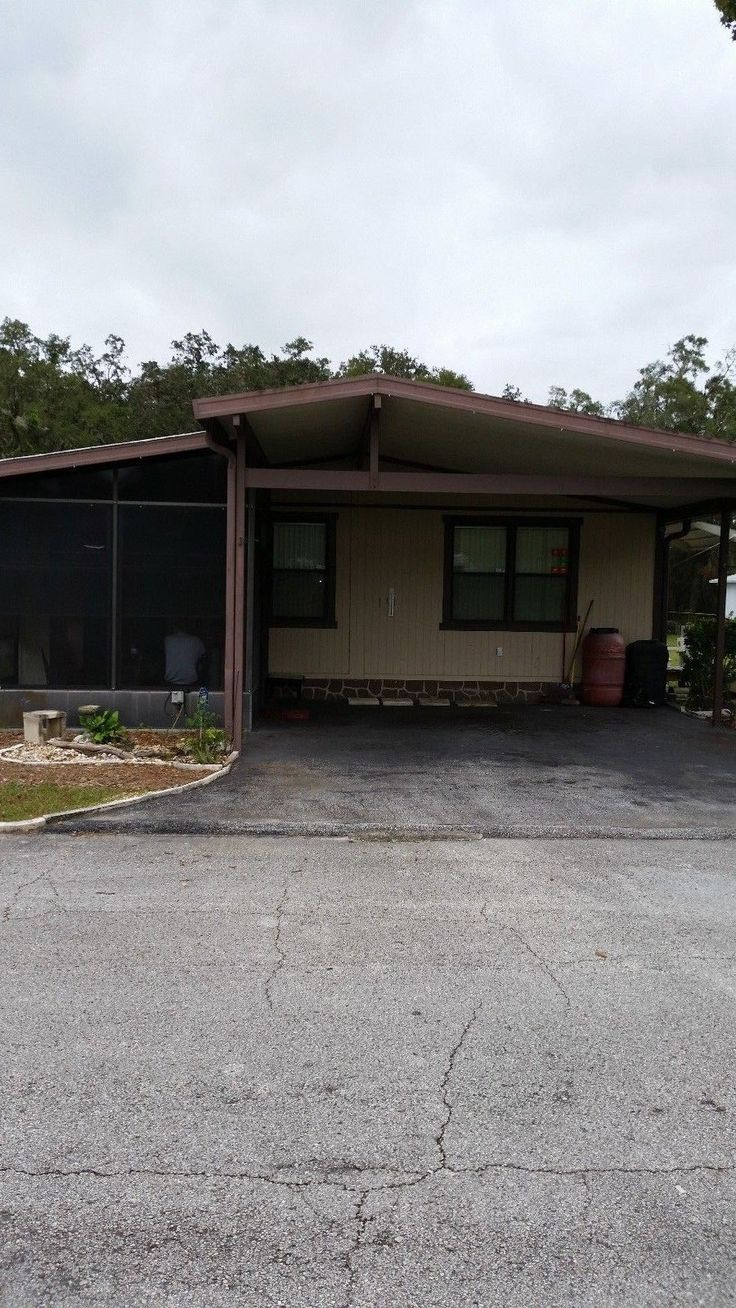Wow, Location! 55+ Community, Located in Silver Springs, Fla. (Ocala, Fl)24x40 1985 Fleetwood Brigadier. Great 2 Bedroom 2 Bath, Large walk in closets... #yard #space #gotta #huge #florida #mobile #home #fleetwood