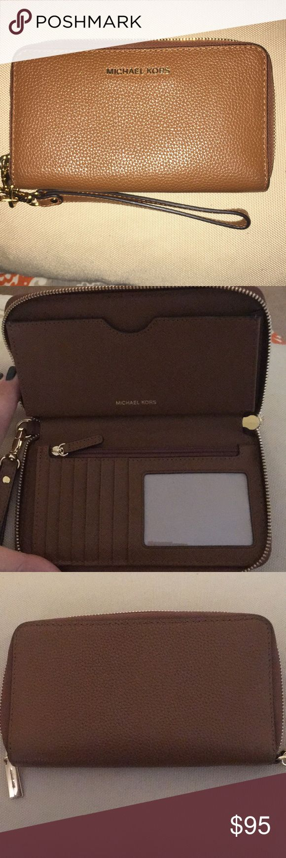 Michael Michael Kors Mercer Wristlet Wallet. Purchased in November 2017.. Thought that I could down size my wallet, but I need more room. I used it for 2 days and then stopped. It's in perfect condition. It holds 7 credit cards and had an ID slot, Wristlet, does not fit an iPhone + but all others are a perfect fit if you want to throw your phone in. It is also RFID protected which means your credit cards are not able to be scanned  from inside your wallet it you were to be in an area where…