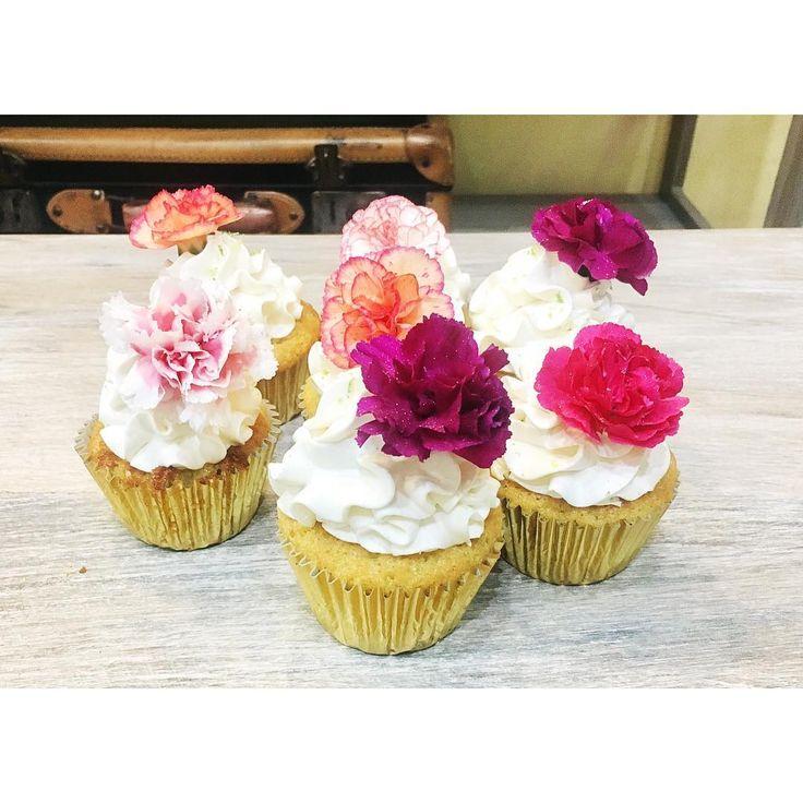 Lindos cupcakes 👌🏻💕⚡️#nuestroestilo ⚡️ #flores #cupcakes #flowers #love #pastrys #pastrylover #nosotros #cajica #pasteleria #pastry #pastrylover #vienenmas #pasteleriabogota #pasteleriacajica #cupcakescajica #nosotros #pastrys #bogota #superdelicious #foodporn #instafood