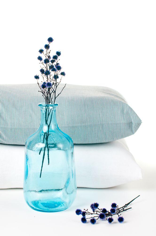 Pillows, magazines, W2483, WonderBra's perfect combination for cosy and casual times. //////////////////////////////////////////////////  Duvet, magazine et W2483, la combinaison parfaite pour un moment de détente signé WonderBra.