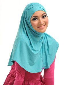 Zaria m Asany    Aksen kerut di tepi menjadi keunikan tersendiri dari bergo tanpa pet ini. Kenakan dengan bandananya yang dijual bersamaan.    Note : 1 set dengan bandana & bros dijual terpisah  http://jilbabmodis.net/elzatta-hijab/zaria-m-asany