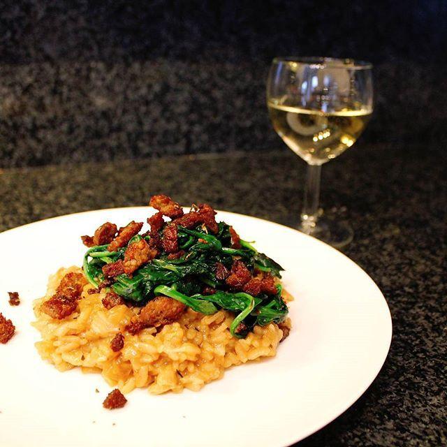 The motto is risotto!! Het recept voor deze super simpele risotto met worst staat nu op #meisjeindekeuken.