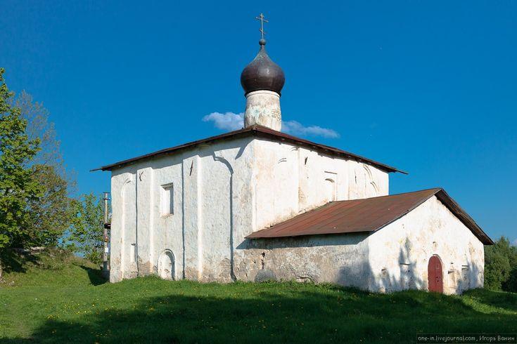На Гремячью гору можно забраться и осмотреть эту церковь вблизи. © Игорь Ванин, 2012–2014