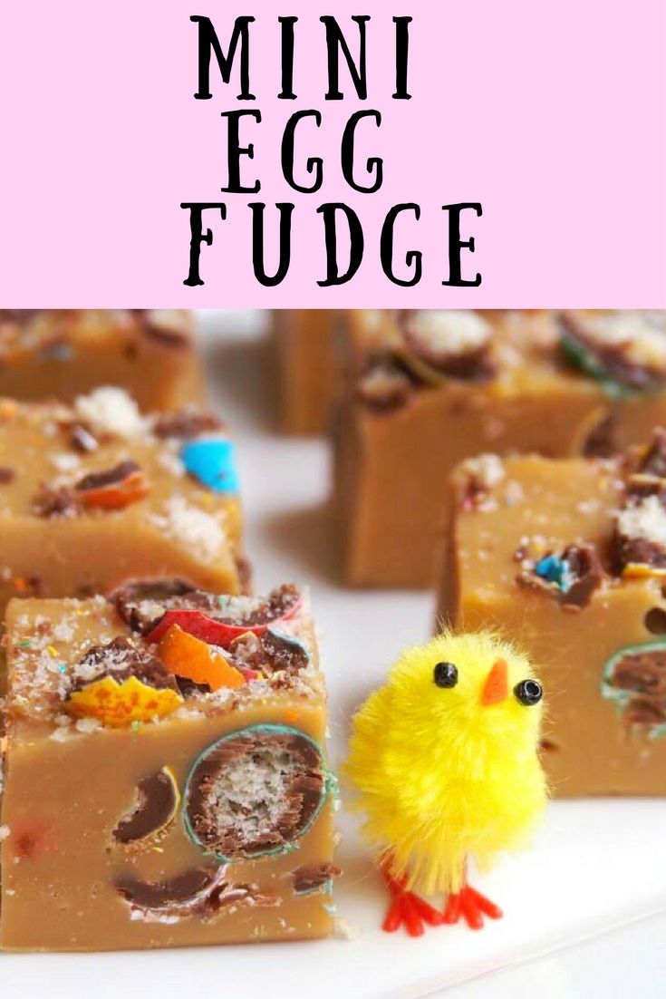 This Mini Egg Fudge is egg-stra special!