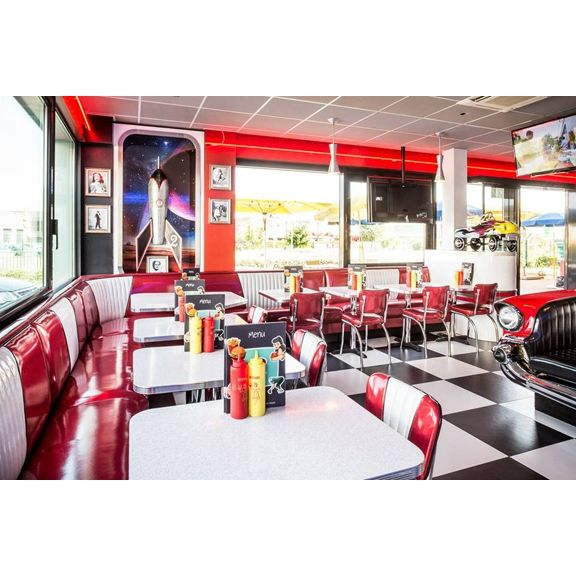 Classic american 1950 39 s themed diner restaurant in france - Table cuisine retro ...