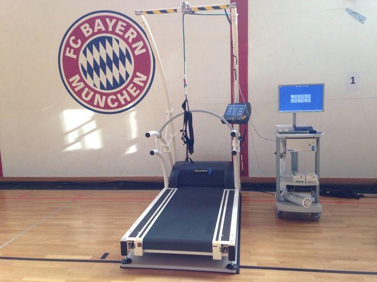 Pre-season performance diagnostics at FC Bayern Munich football club with three h/p/cosmos high-speed treadmill systems and SpeedCourt.