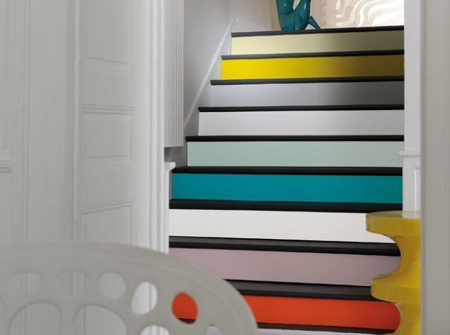 Un peu d'astuce, d'espièglerie et beaucoup de #couleurs pour un #escalier graphique !