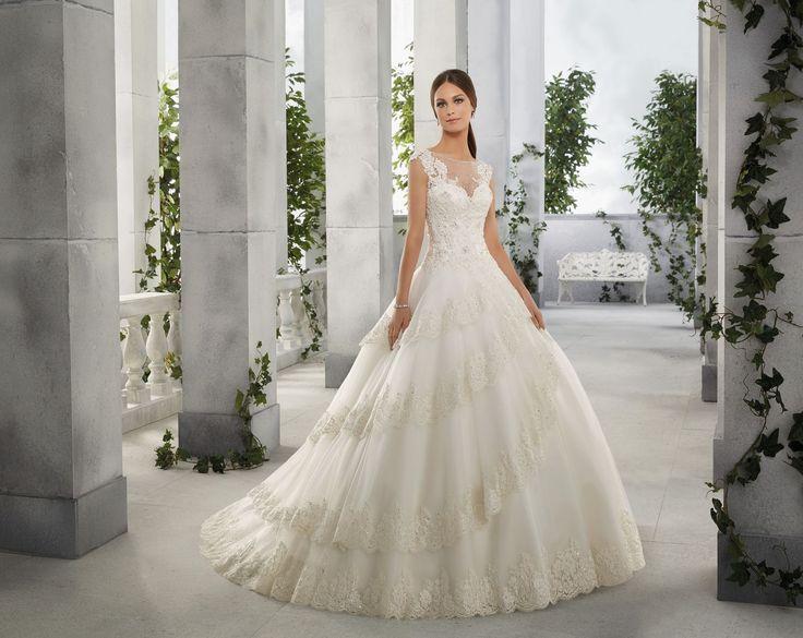 FERN Wytworna suknia ślubna Madeline Gardner z koronkowym trenem, na ramiączka. Gorset, haftowany koronkami na półprzeźroczystym materiale. Doskonale ukształtuje talię …