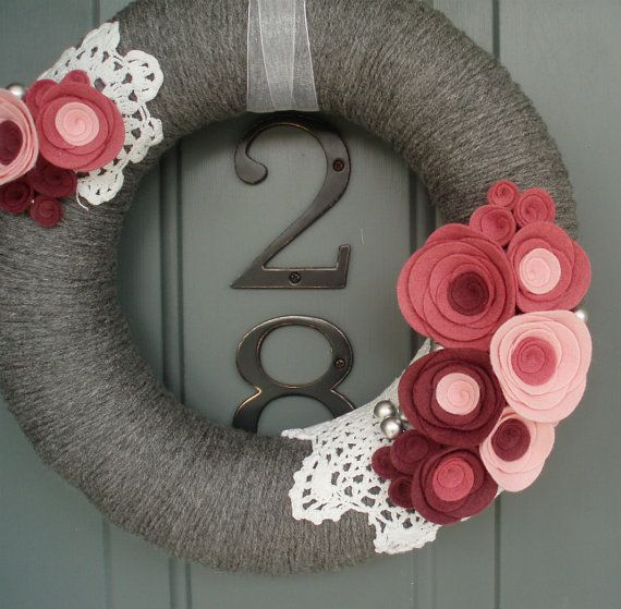 pink and greyHandmade Doors, Doors Decor, Wreaths Felt, Decor Doileydo, Doileydo 12In, Fun Crafts, Yarns Wreaths, Felt Handmade, Yarn Wreaths