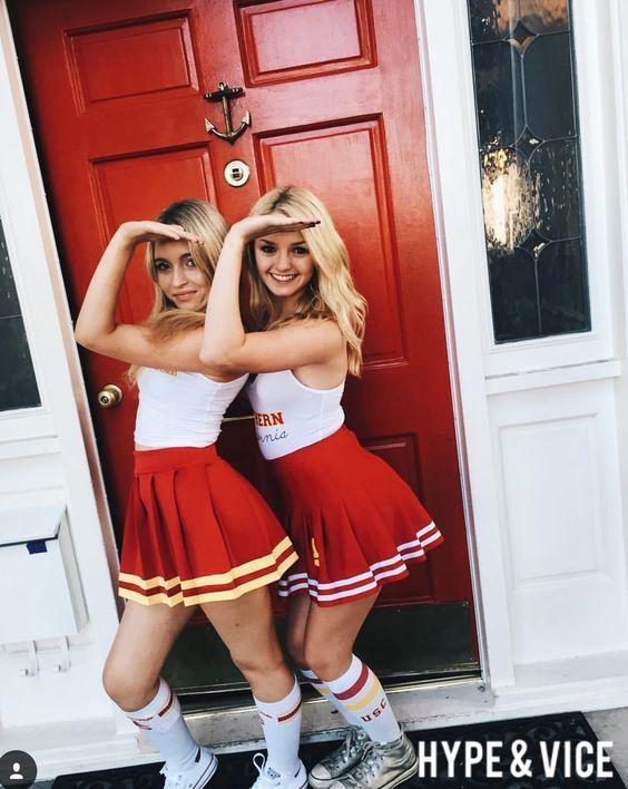 DISFRACES CON AMIGAS Muchas veces nosotras queremos disfrazarnos con nuestras amigas pero de una forma fácil y original para ser...