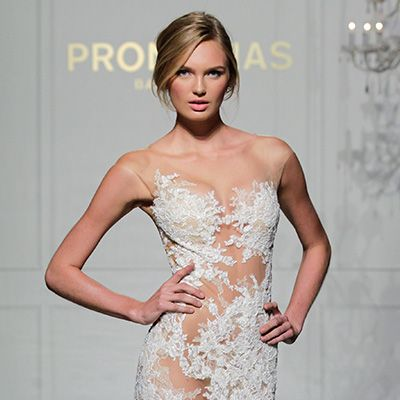 Pronoviasshowed at the New York International Bridal Week for the first time on October 10th and, being long fans of the label,