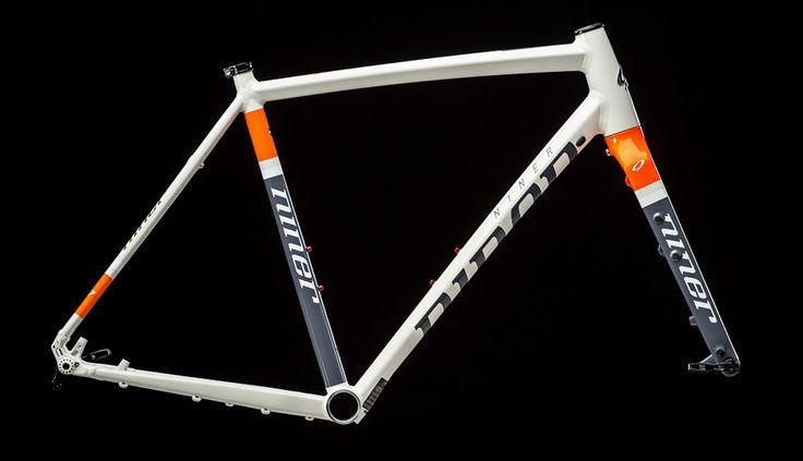 NINER RLT 9 Rahmenset Dirty White Orange 2016 - www.rider-store.de - Die ganze Welt der Bikes & Parts - Mountainbikes, MTB Rahmen und Mountainbike Zubehör von namhaften Herstellern wie Ghost, Pinarello, Yeti, Niner, Mavic und Fox