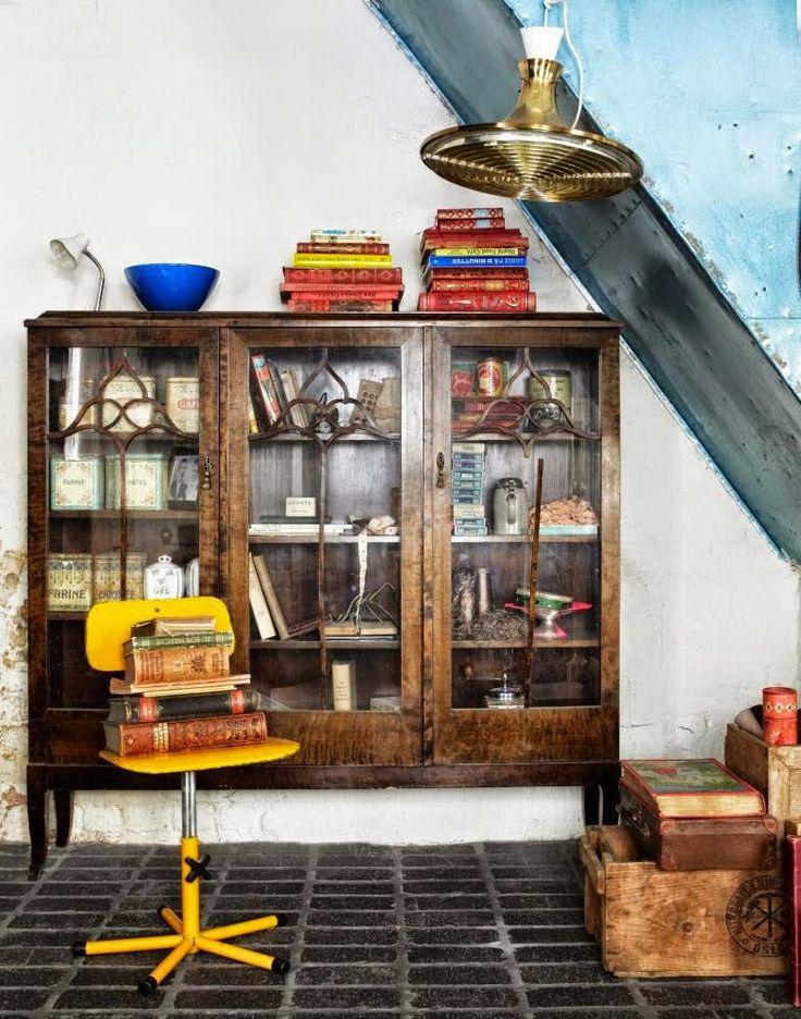 #excll #дизайнинтерьера #решения Это видно невооруженным глазом, но самым интересным фактом является то, что в этом интерьере, в котором все выставлено на продажу, живет семья, которая открывает двери своего дома клиентам, ищущим такие винтажные сокровища.