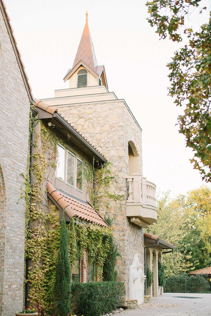 The Aristide Event Center in Mansfield, TX, is the perfect wedding venue for any bride in the Fort Worth area.  It is elegant, ethereal, and will even remind your guests of a castle! Dallas Fort Worth Texas Wedding Planner | Shannon Rose Events