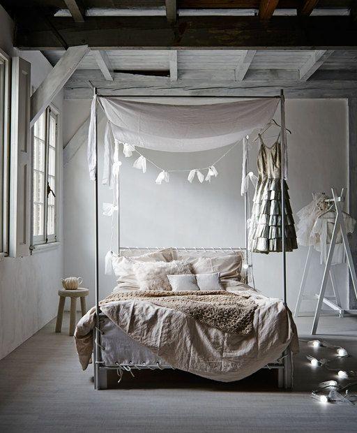 Romantische slaapkamer bedroom romantic lights pastels tullen vtwonen slaapkamer - Romantische witte bed ...