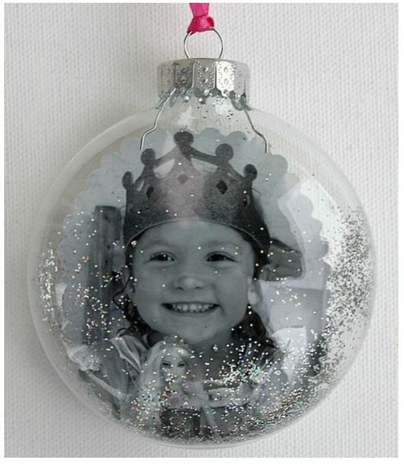I love the idea of a photo in this clear ornament. It would be so lovely to add a little text inside — three things that you love best about your child, for instance. You could make one every year of his/her life and when they grow up, they could have them all for their own tree.
