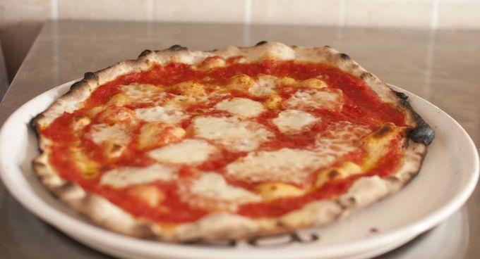 La Pizza Romana  - La Pizza Romana , Bassa e Scrocchiarella  (http://www.profumidalforno.it/portal/ricette/forno/pizza/pizza_romana)