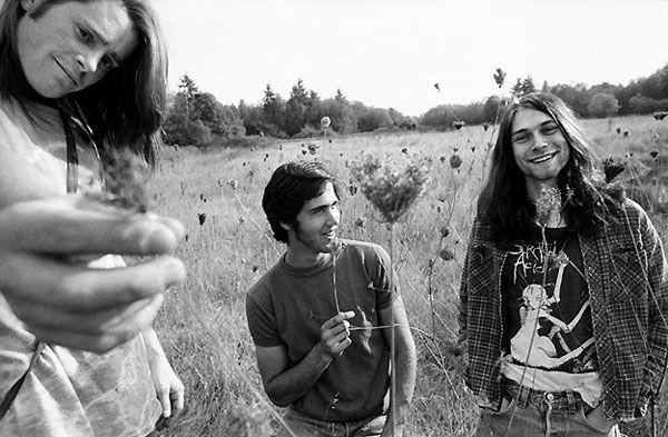 Cobain y Novoselic volvieron a Seattle en 1988 y publicaron un anunció en el periódico que decía: «Banda de punk rock con influencias de Aerosmith, Led Zeppelin, Black Sabbath, Black Flag, Scratch Acid y Butthole Surfers busca baterista». Entonces llegó Chad Channing.