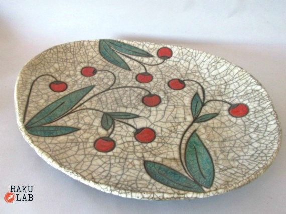 Piatto raku - Piatto bianco con bacche rosse - Vassoio a fiori -  Ceramica raku  handmade OOAK - raku dish raku bowl - RAKULAB on etsy di RAKULAB su Etsy