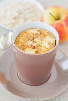 """Rezept für Apfelkuchen mit Zimt und Haferflocken - in der Mikrowelle """"gebacken"""" und ein leckerer Snack für den spontanen Heißhunger ;-)   www.backenmachtgluecklich.de"""