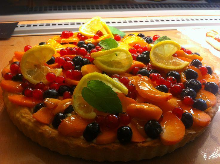 Tarta z owocami.